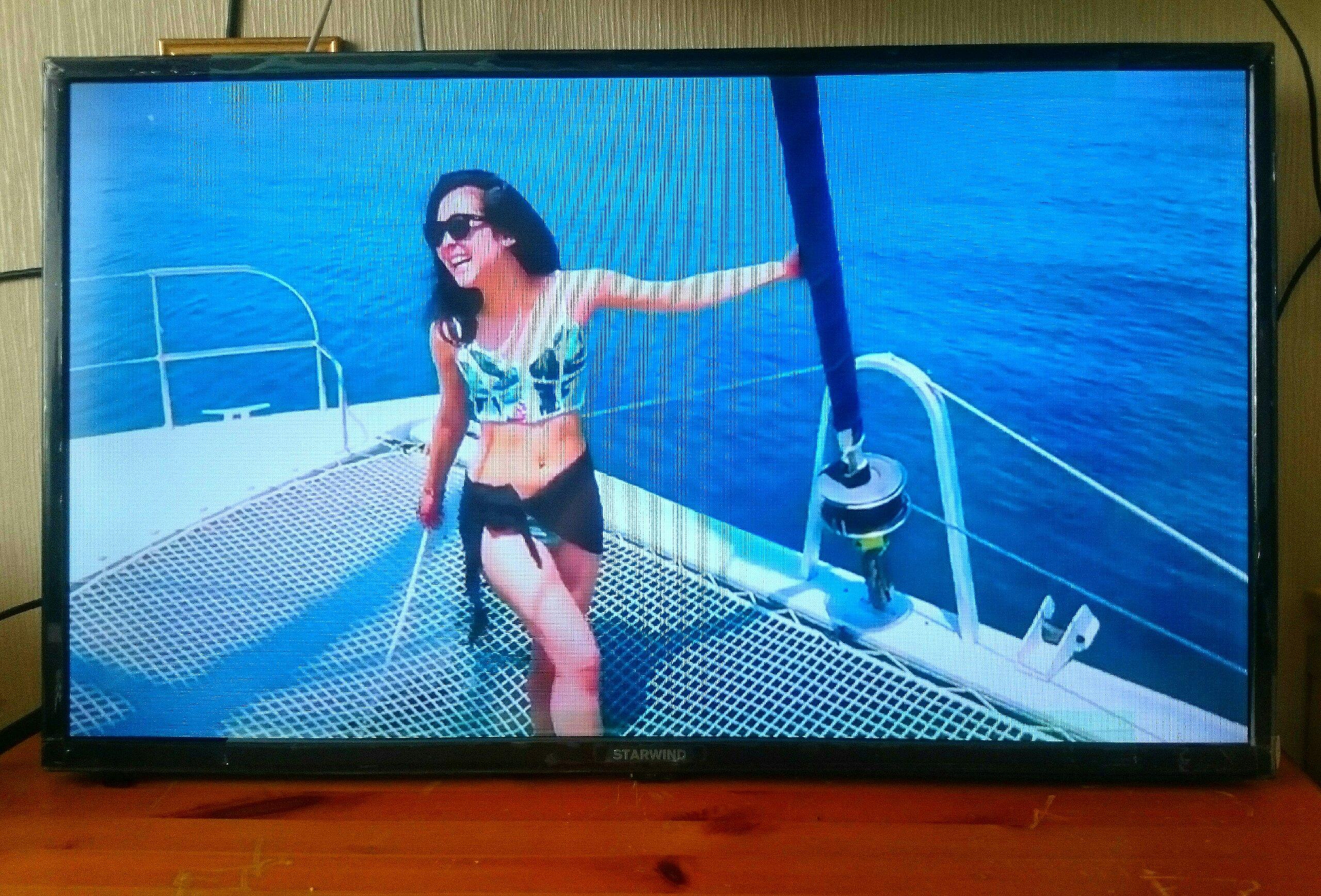 Продаю телевизор ЖК диагональ 80 см, хорошие картинка, яркость, цвет, и звук, 7000₽, есть ножки и настенный кронштейн за 500₽.