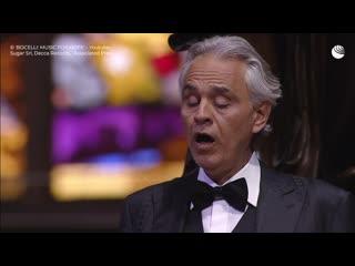 Андреа Бочелли дал концерт в пустом Миланском соборе
