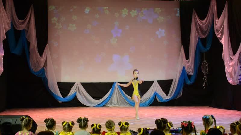 Акробатический танец Banana Phone Анна Репина 9 лет