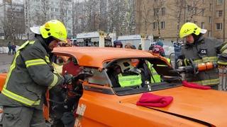 """Разобрать машину за считанные минуты и спасти пострадавших - на это способны спасатели ГКУ """"МАЦ""""!"""