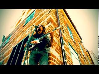 Streeat performance bob Marley interpretation song - them crazy - with the looper
