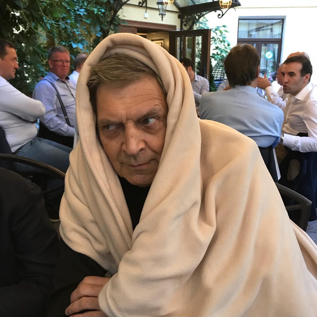 62KQoghpYjg - 26 октября - День кутания в мягкие одеяла и пледы
