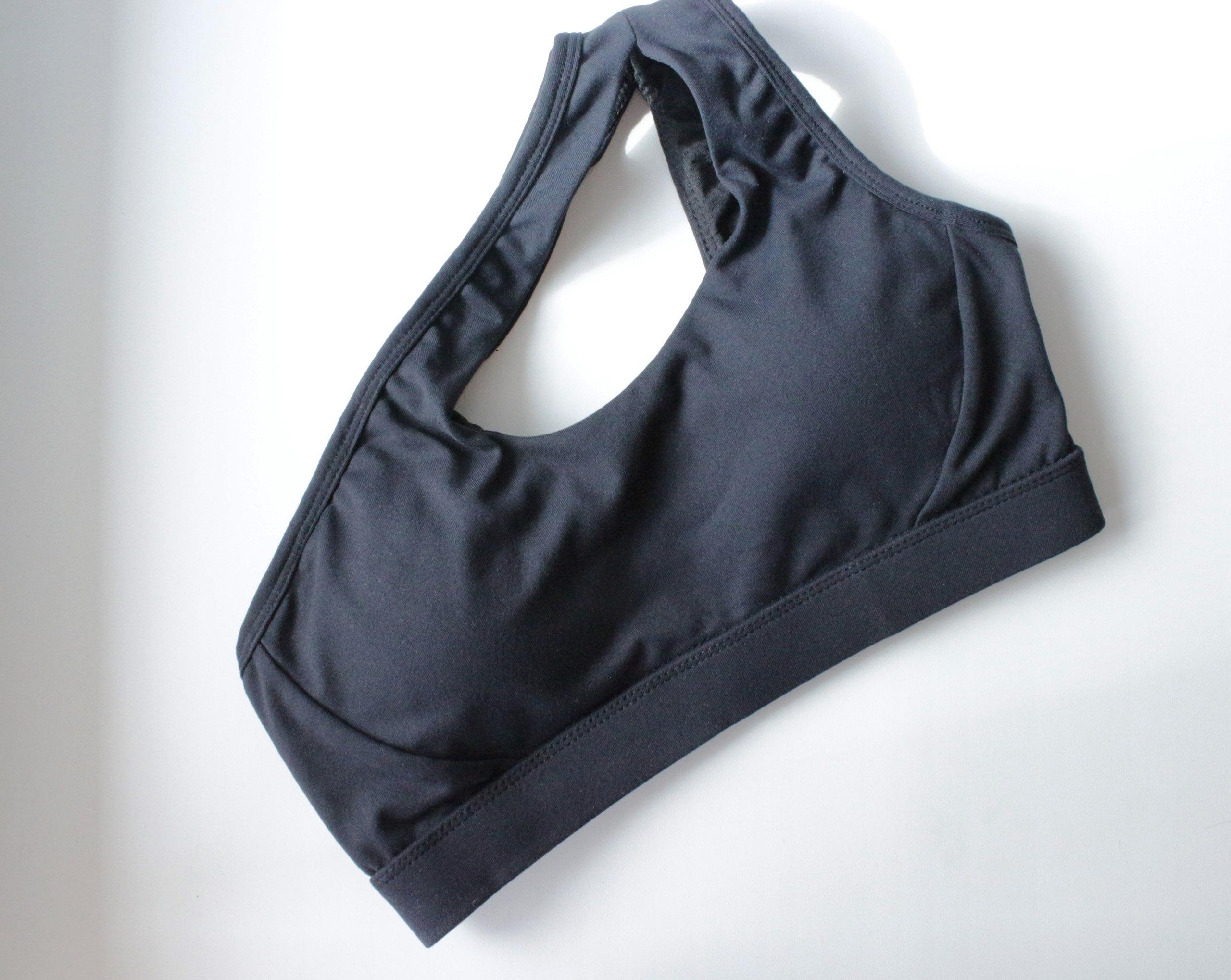 Асимметричный спортивный топ для тех кому красивая спортивная одежда приносит дополнительное удовольствие от занятий Ест