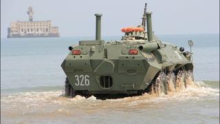 БТР морских пехотинцев высаживаются на необорудованное морское побережье   Каспийская флотилия