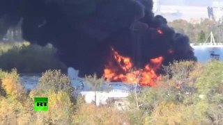 В аэропорту Донецка горят резервуары с топливом