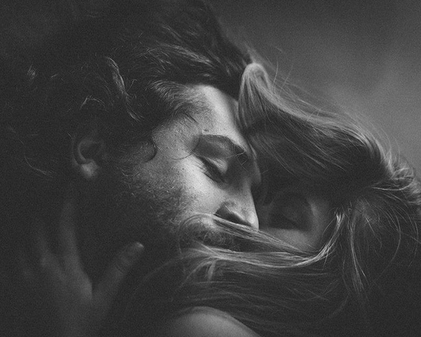 Утонуть бы в твоих глазах... В волосах бы твоих заблудиться...Раствориться в твоих руках...В тайных мыслях твоих поселиться...Стать безумной твоей мечтой...Нежным светом во мраке ночи...Той