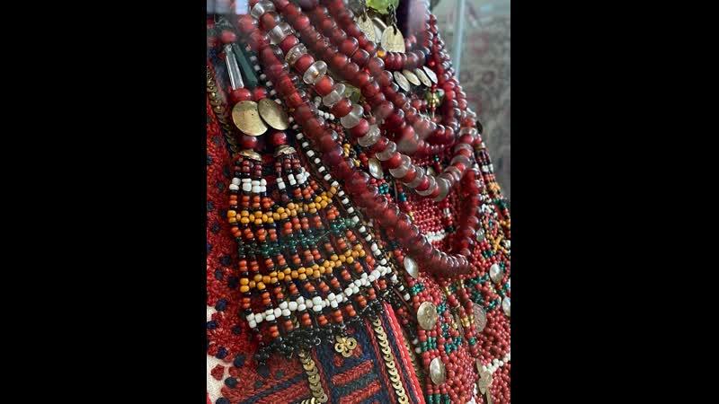 Праздничный костюм молодой женщины Мордва эрзя