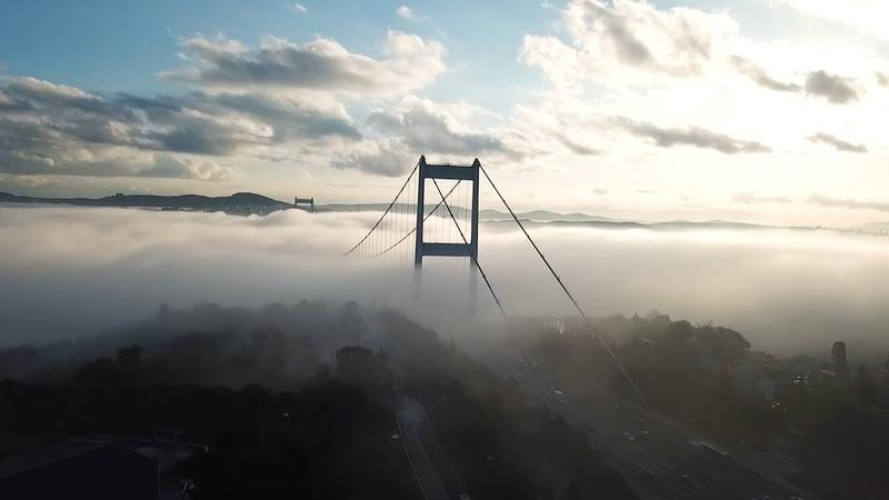 Густой туман окутал мост через Босфор видео с беспилотника