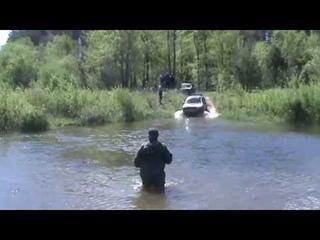 Kia Sportage проходит брод 1,3 метра река Ирша 4x4 off-road