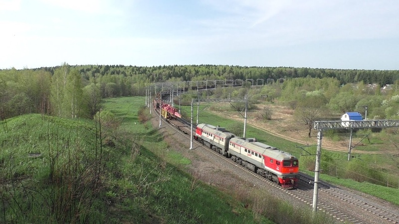 Тепловоз 2М62 1042 с путеукладочным поездом