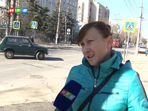 Симферопольцев возмущает тротуар на Козлова