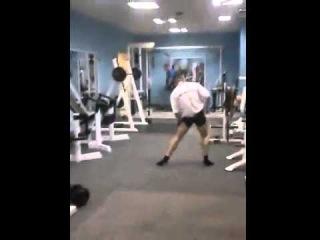 Опаааааасный парень в спортзале  Это нечто! Not Vine