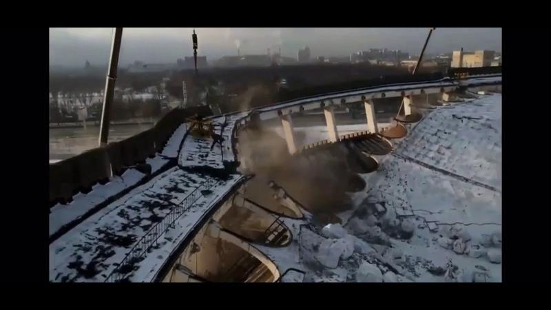 Во время сноса стадиона СКК в Петербурге рухнула крыша погиб человек Полное видео
