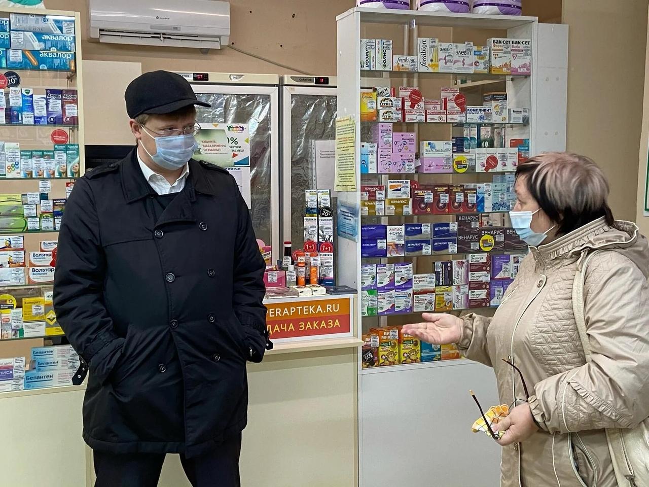 Глава Петровского района проверил наличие лекарств повышенного спроса в аптеках города
