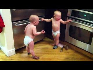 Очень смешное видео))!! Talking Twin Babies - PART 2 - OFFICIAL