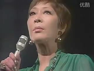 Koshiji Fubuki - 越路吹雪: Yuki wa furu - 雪が降る (Tombe la neige) 1973
