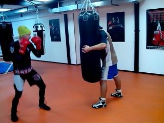 Работа с мешком в боксерском зале Рокки Краснодар
