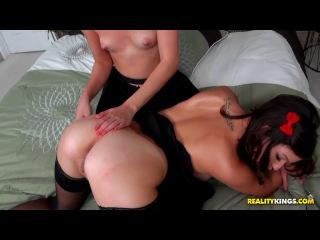 Shae Summers, Tessa Arias - Booby Bounce