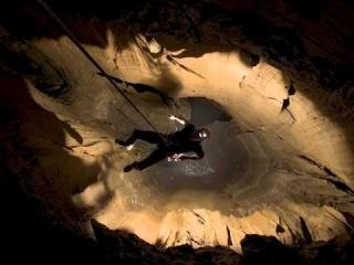 Долина монументов (США), пещера Крубера-Воронья -расположена в горном массиве Арабика в Абхазии