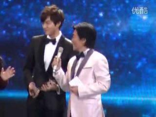 130118 Lee Min Ho win popularity artist awards at China Fashion Awards  part 2