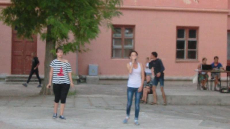 Эмма Белялова и Александра Незнаева Ромашковые поля ОУ Таврида г Евпатория лето 2015