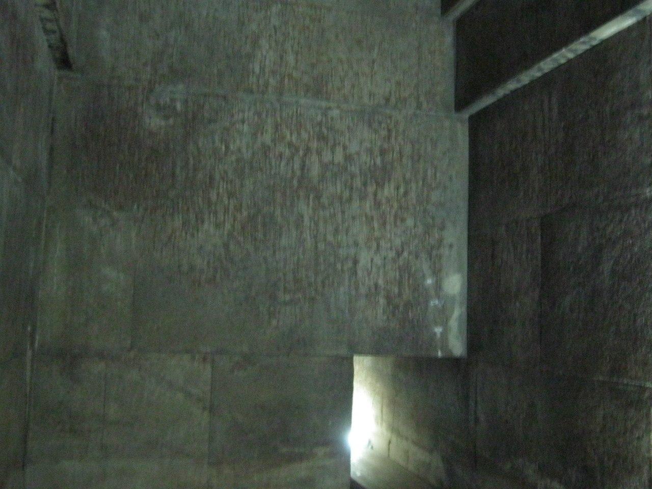 Внутри Красной пирамиды в Дахшуре