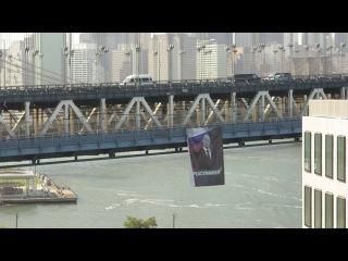 Time-lapse of Putin banner on Manhattan Bridge, October 6, 2016