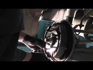 Мазда Трибьют: ремонт и обслуживание - Замена задних колодок
