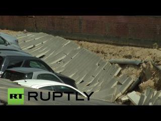 Италия: Массивная карстовых воронок глотает ДВАДЦАТЬ автомобилей вдоль реки Арно во Флоренции.