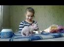 Открываем яйца киндер сюрприз на видео для детей на русском языке и играем с котятами сфинкса