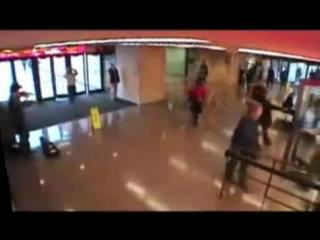 Джошуа Белл сыграл в метро на скрипке Страдивари