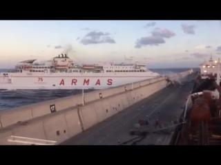 В Испании пассажирский паром врезался в пристань