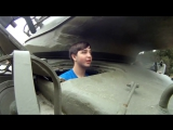 Арни и 15-летний поклонник катаются на танке