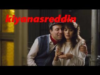 Türk filminde Kemal Sunal Şehnaz Dilan'ı yemeye çalışıyor