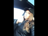 Madison Ivy слушает музыку в машине