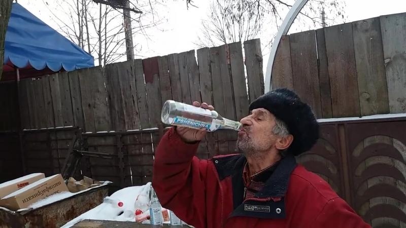 ЭтоШедевр! Мужик выпил три бутылки водки залпом!