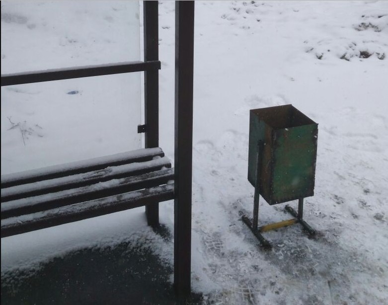 По просьбе жителя Лианозова на остановке «Новгородская улица» установили урну