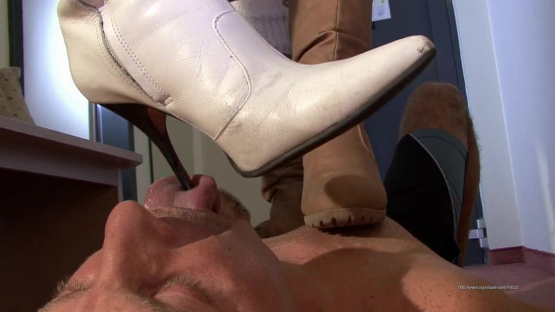 Вылизать грязные туфли госпожи видео, просмотр три девушки круто заглатывают член