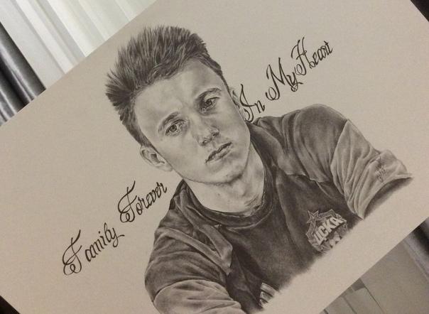 Рисунки карандашом футболиста головина