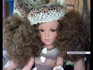 Жительница Назаровского района увлеклась вязанием эксклюзивных нарядов  для кукол
