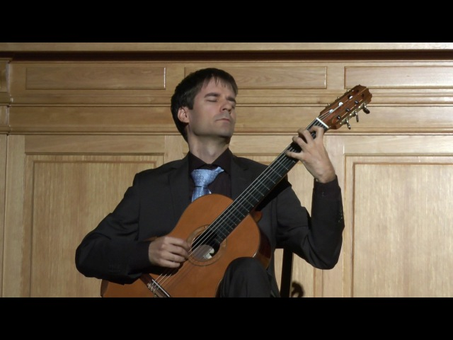 András Csáki play Bach's Preludio from E minor Lute Suite BWV 996