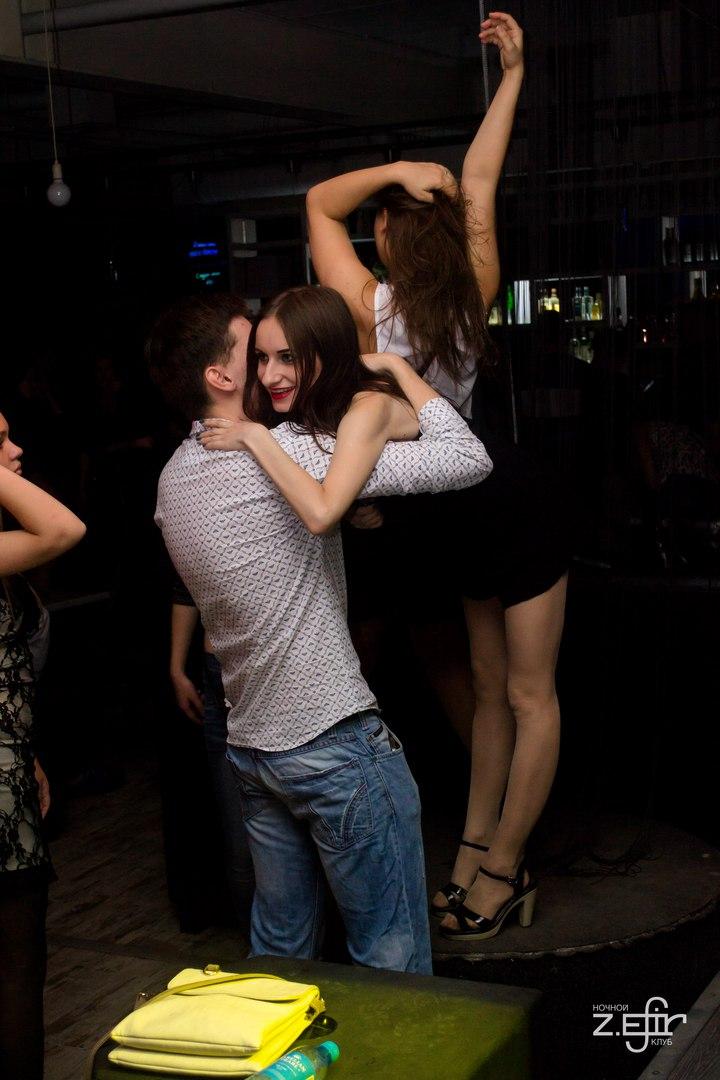 по клуби в дискотека видио ночном юпкой