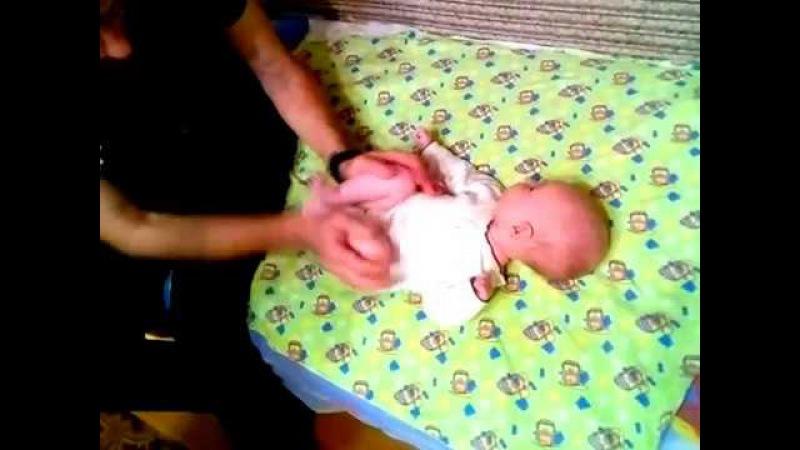 Массаж при запорах и коликах у грудных детей