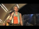 Восхитительная Настя Ванды лучшей блюзовой группы Dyamic James