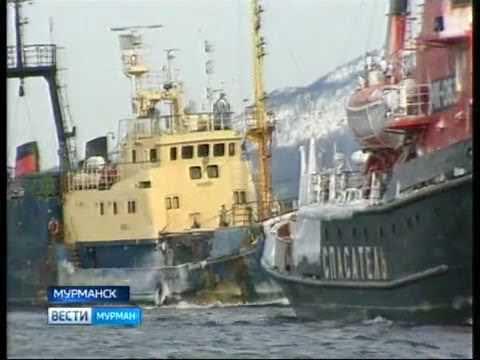 В порт Мурманск доставлен аварийный траулер