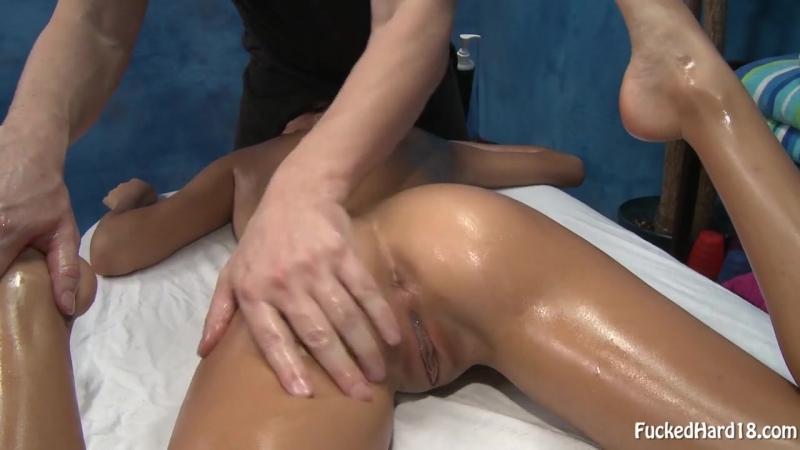 Пришла на массаж и ее там — 2