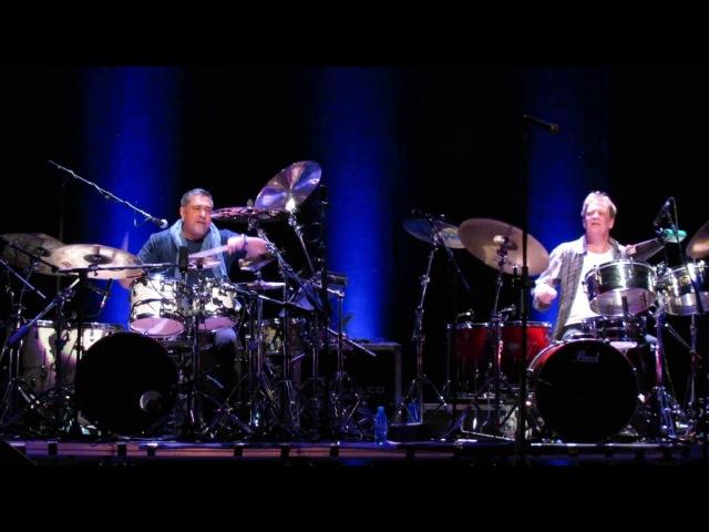 Konnakol (Drum solobattle Ranjit Barot vs. Gary Husband) - John McLaughlin The 4th Dimension