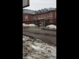 В Перми прорвало канализацию на улице Анри Барбюса, 59