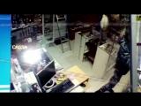 Неизвестные в форме охраны украли из интим магазина фаллоимитатор