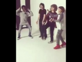 The cast of Stranger Things dances and Finn Wolfhard too